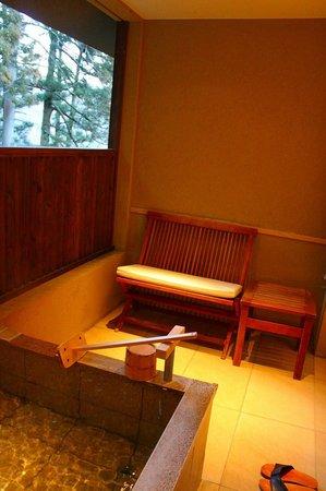 Hakone Suishoen:                   部屋付露天風呂