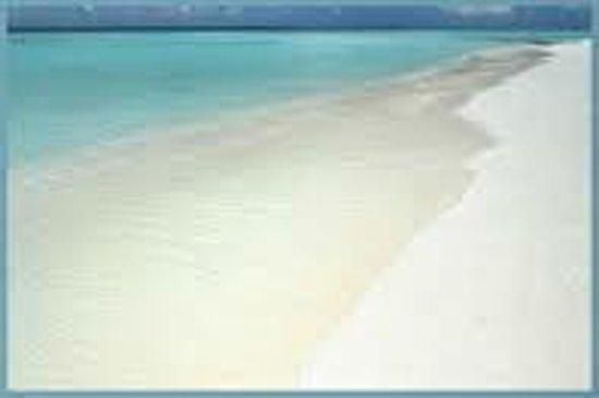سكاي بيتش كلّب: Sky Beach facing South sugar soft sand