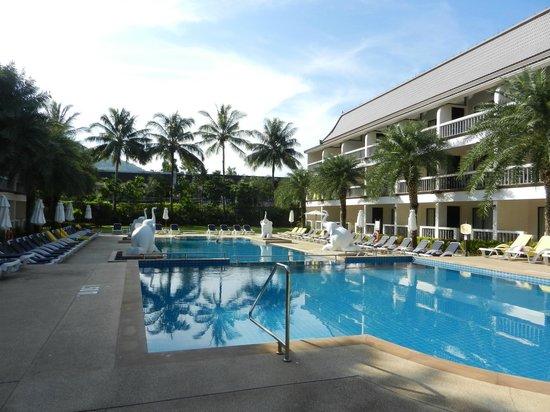Centara Kata Resort Phuket:                   静かな方のプール。こちらの方が落ち着く