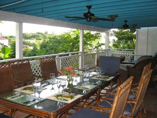 Aqua Bay Villas: Dining Alfesco on Dolphina's Veranda