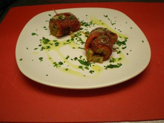 Osteria Vicolo Cieco: involtini di peperoni grigliati