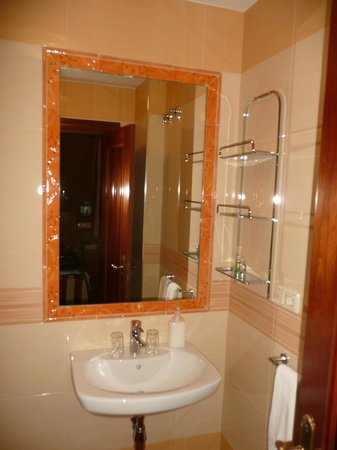 Hostal / Pension Rodri:                   salle de bain,