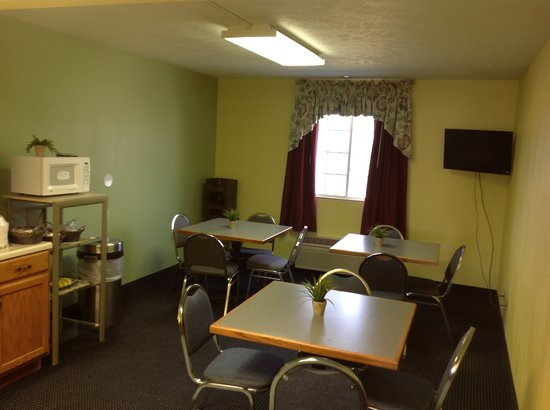 Victorian Inn : Breakfast Room