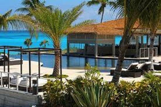 Sky Beach Club: Sky Beach Oceanview infinity pool & Oceangrille
