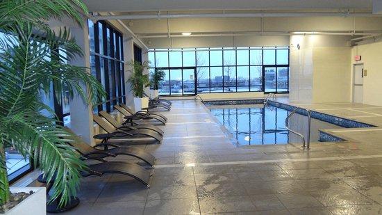 Hilton Garden Inn Montreal Centre-ville: Pool