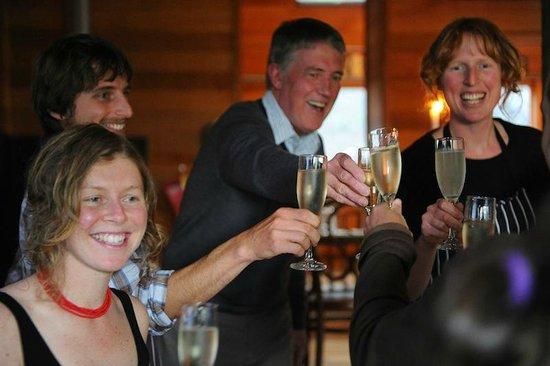 Freycinet Experience Walk Friendly Beaches Lodge: Celebrations after a fantastic days walk