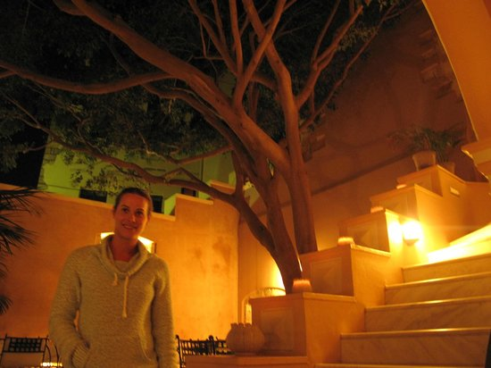 Casa Delfino Hotel & Spa:                   courtyard of hotel at night