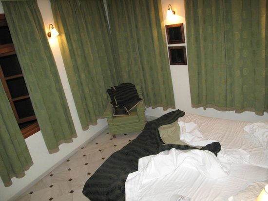 Casa Delfino Hotel & Spa:                   bedroom had plenty of windows!