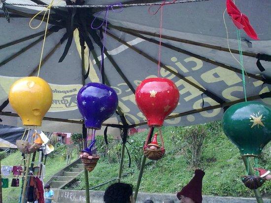 Feria Verde de Aranjuez:                   Globos artesanales hechos con calabazas