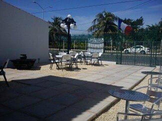 Bel-Ami Cafe Restaurante: Vitsa parcial de la terraza