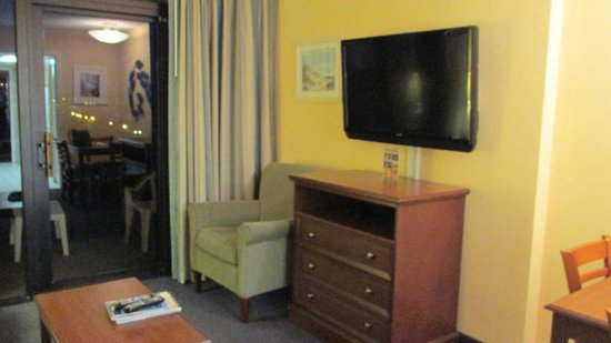Grande Shores Ocean Resort : Flat panel tv, new furniture