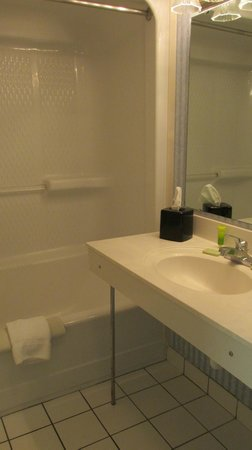 Grande Shores Ocean Resort: bathroom