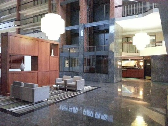 Holiday Inn Oakville Centre:                   Can youbelieve the size of the lobby?