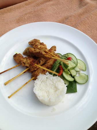 Katathani Phuket Beach Resort: Lunch special coconut bar by the pool