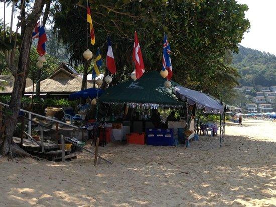 Katathani Phuket Beach Resort: beach stalls