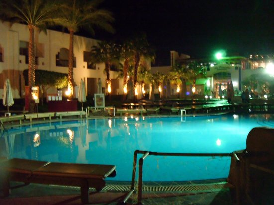 Xperience St. George Homestay:                   main pool at night