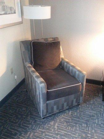 Hampton Inn Washington, DC - Convention Center: Chair in Room