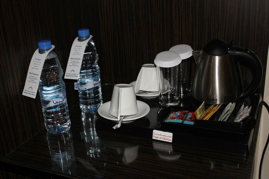 Sharjah Palace Hotel: complimentary water, tea etc.