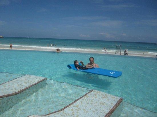 Now Jade Riviera Cancun:                   Una de las Albercas