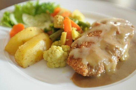 Mezzo Lounge: Chicken Parmigiana