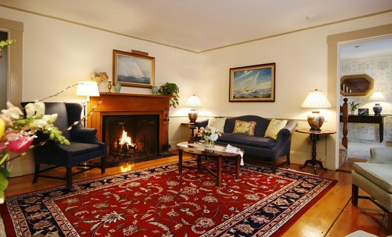 The Carlisle House Inn: Our cozy parlor