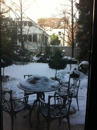 Hotel Admiral:                   jardín