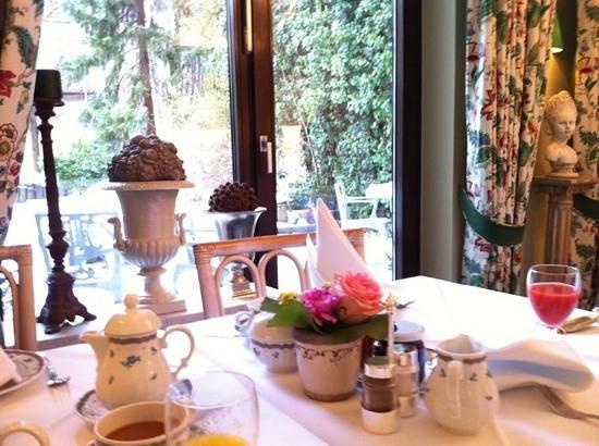 Hotel Admiral:                   desayuno