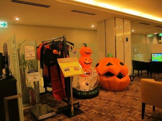 โรงแรมนัมบะ โดตอมโบริ: Lobby Halloween 2012