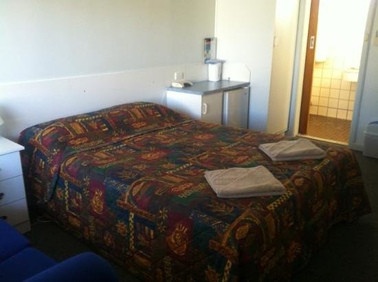 Grand Central Motel : queen room
