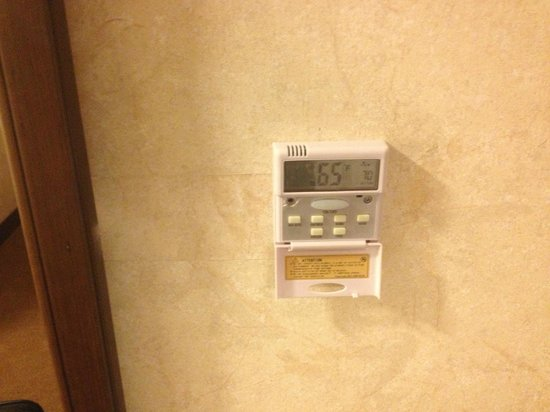Wyndham Garden San Jose Silicon Valley: Weird Thermostat.