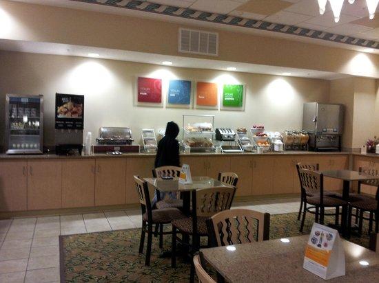 Comfort Suites Gettysburg:                   Free breakfast