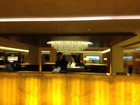 แกรนด์ โฮเต็ล เคมพินสกี เจเนวา:                   lobby