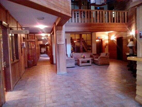 Cabaña del Lago Hotel:                   lobby