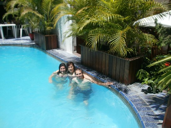 Amazon Apart Hotel:                   con mi familia en la piscina