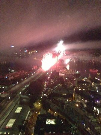 Shangri-La Hotel Sydney: View of bridge fireworks