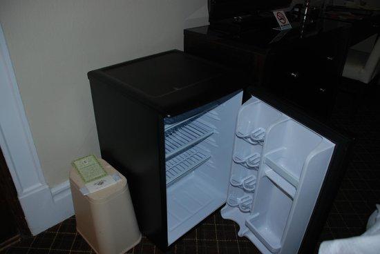 แชนเซลเลอร์ โฮเทล ออน ยูเนียน สแควร์: mini fridge
