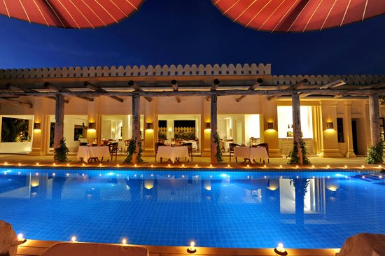 Areindmar Hotel :                   Pool, so lovely at night time