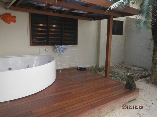 Erakor Island Resort & Spa:                   Outdoor Spa & shower