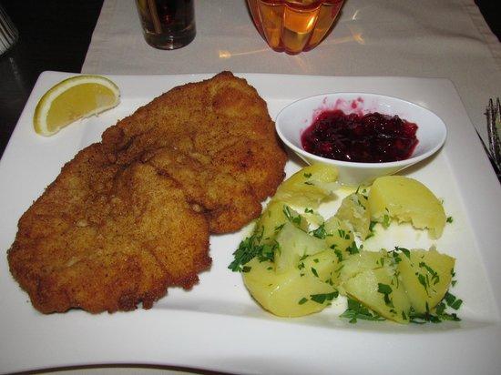 Parkhotel Brunauer: dinner schnitzel