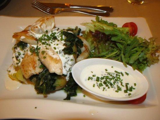 Parkhotel Brunauer: dinner chicken