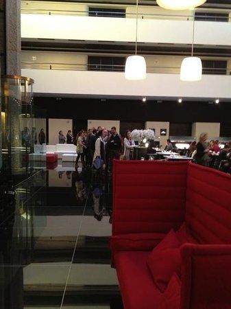 Hilton Madrid Airport: Schlange stehen fürs Frühstück