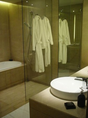 The Okura Prestige Bangkok:                   バスルーム
