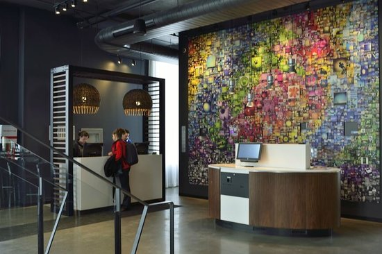 Alt Hotel - Toronto Airport:                   The reception area