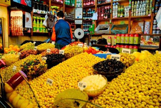 Medina of Tangier : Mercado - venta de aceitunas