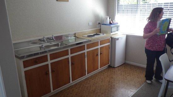 Averill Court Motel:                   Kitchennette/diner