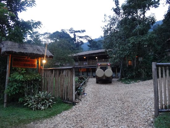 Buhoma Lodge : Entrance to lodge