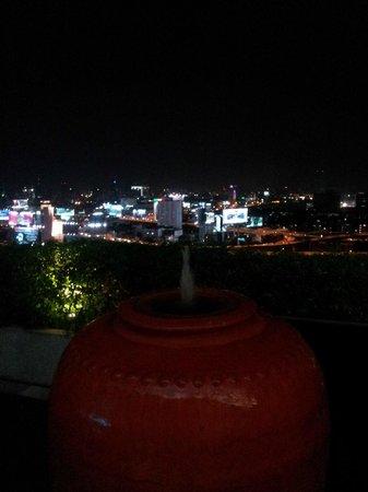โรงแรมอีสติน มักกะสัน: Night view from cocktail bar