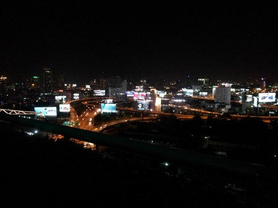 Eastin Hotel Makkasan: Night view