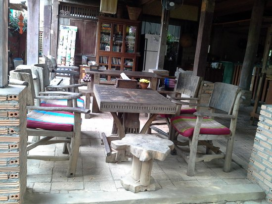 BaanBooLOo Village:                   Breakfast and coffee area