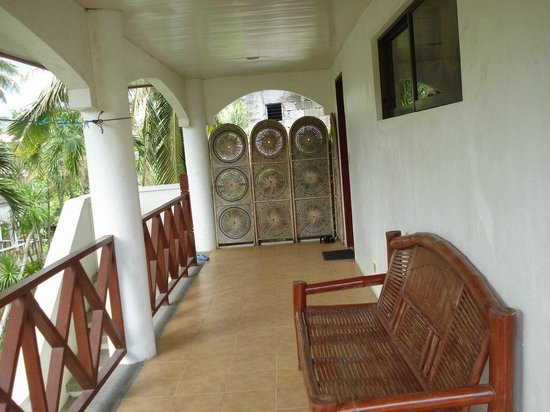 Nirvana Beach Resort: veranda